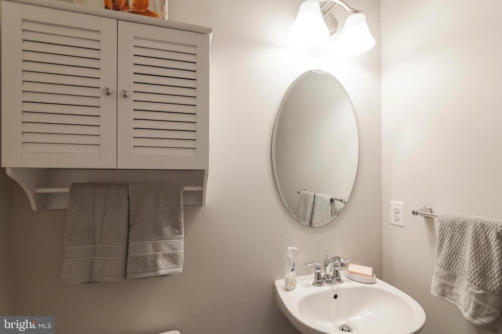 Half Bath On Main Level - 5719 PINEY GLADE RD, FREDERICKSBURG