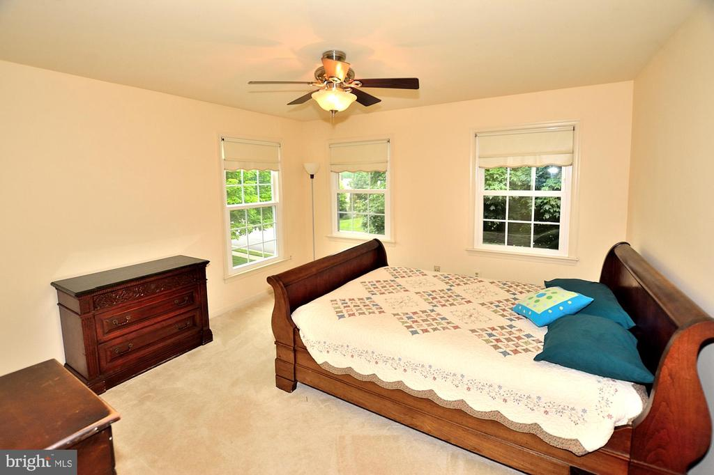 BEDROOM 3 - 13466 POINT PLEASANT DR, CHANTILLY