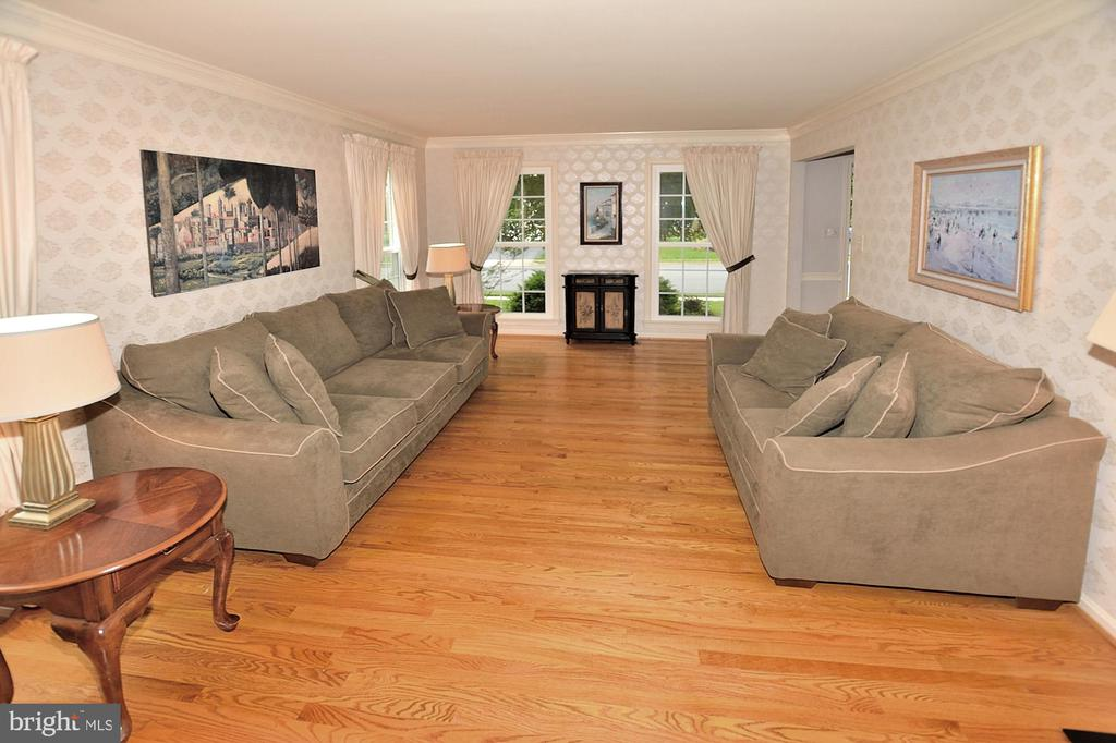 GLEAMING HARDWOOD FLOORS - 13466 POINT PLEASANT DR, CHANTILLY