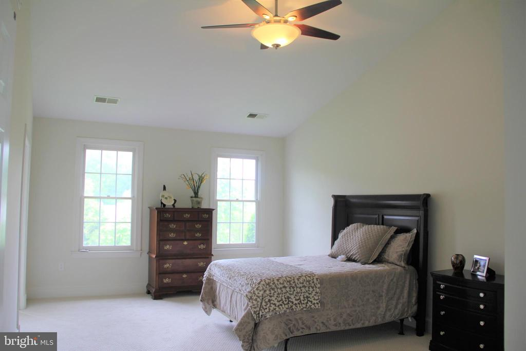Master Bedroom with ceiling fan - 11911 CRAYTON CT, HERNDON