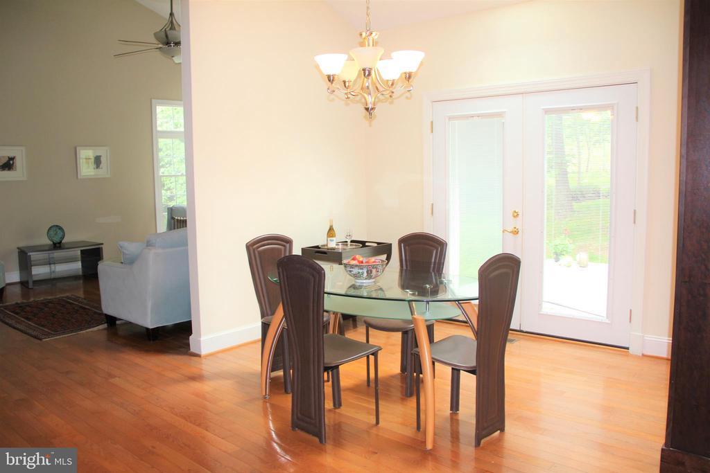 Breakfast Room opens to kitchen & deck & Great Rm - 11911 CRAYTON CT, HERNDON
