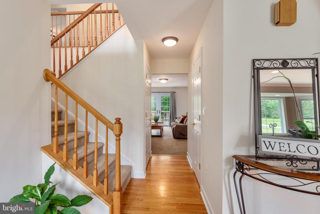 Stairs in foyer leading to upstairs bedroom suites - 2843 GARRISONVILLE RD, STAFFORD