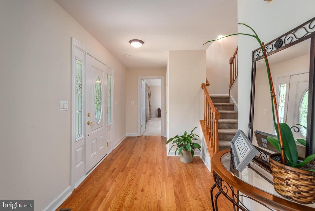 Open foyer as you walk in the front door. - 2843 GARRISONVILLE RD, STAFFORD