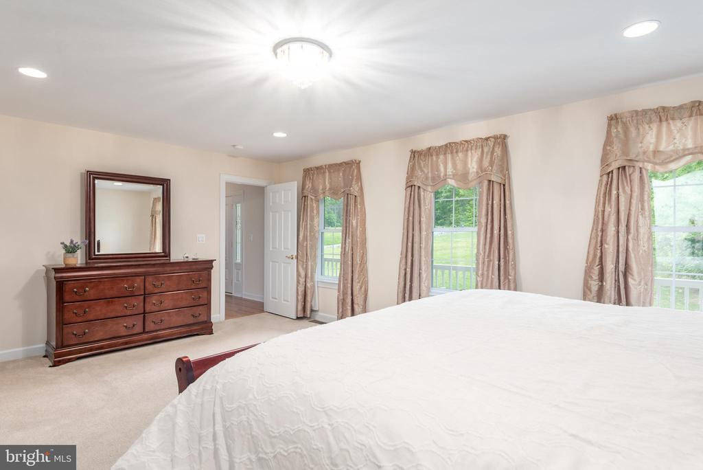 First Floor Master Suite - 2843 GARRISONVILLE RD, STAFFORD