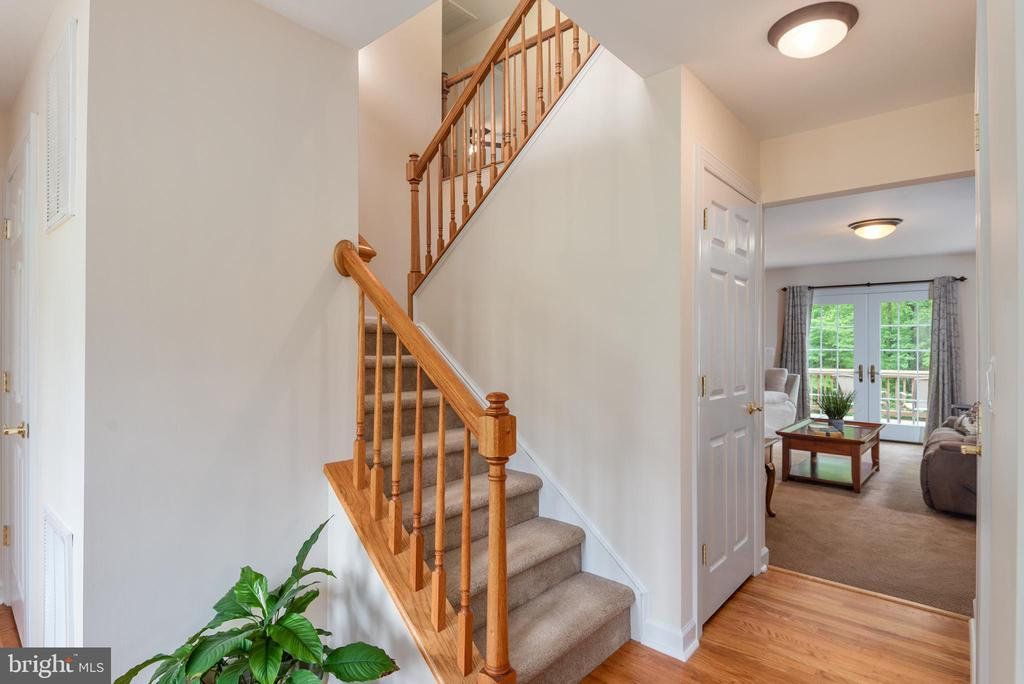 Staircase to upstairs loft & bedrooms - 2843 GARRISONVILLE RD, STAFFORD