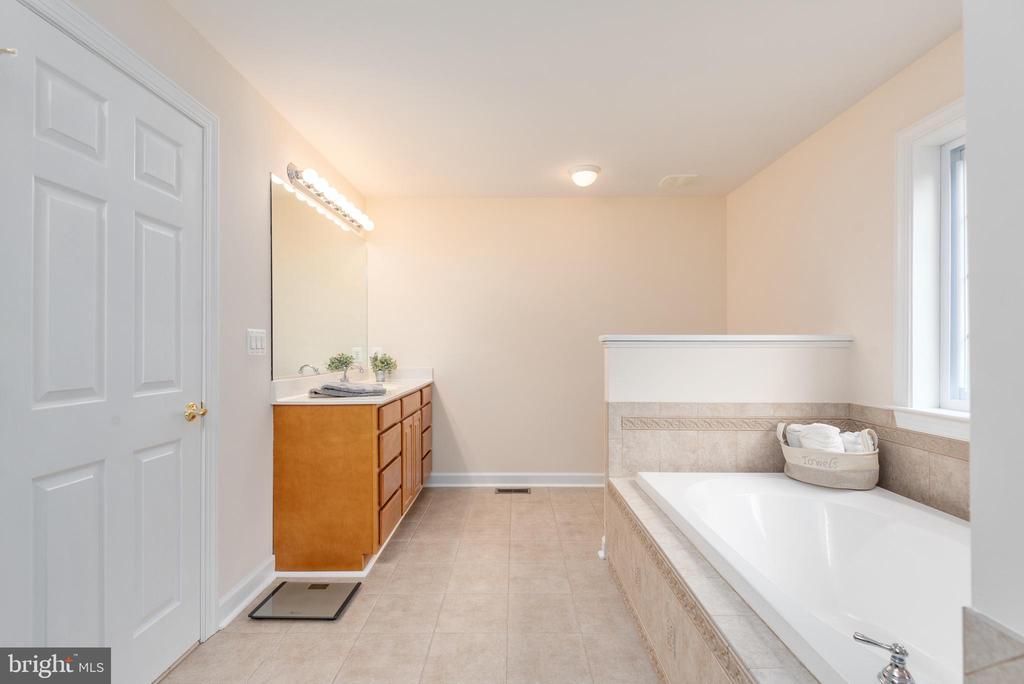 Master Bath - 2843 GARRISONVILLE RD, STAFFORD