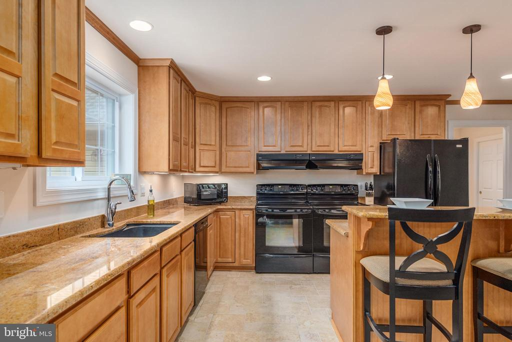 Recessed lighting and granite - 2843 GARRISONVILLE RD, STAFFORD