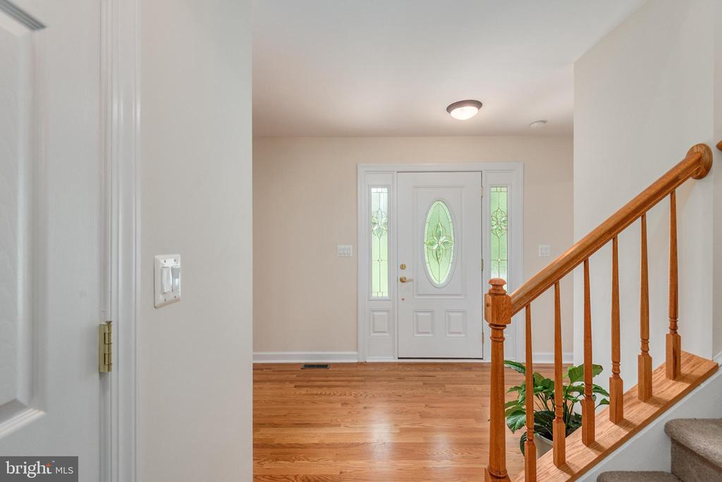 View of front door from foyer - 2843 GARRISONVILLE RD, STAFFORD