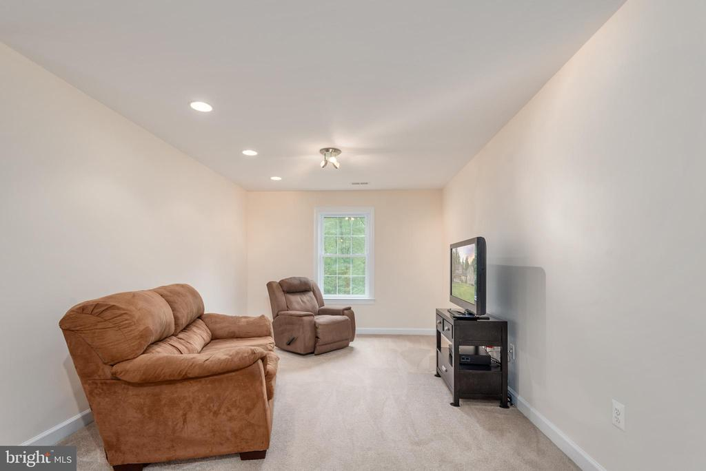 Upper level Family Room - 2843 GARRISONVILLE RD, STAFFORD