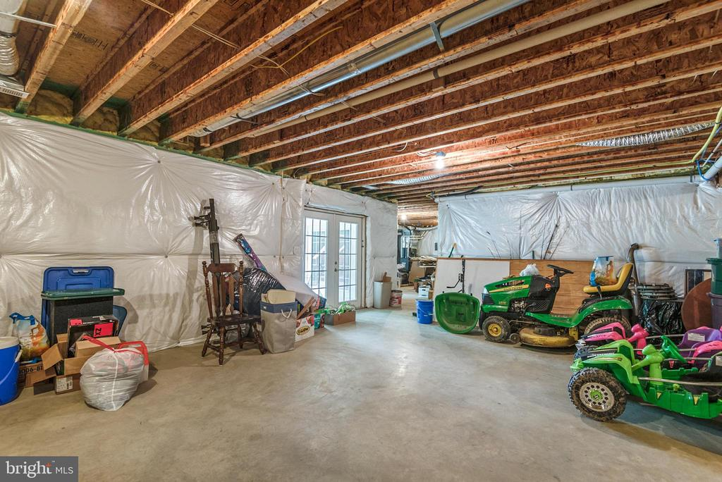 Two walk out areas to backyard from basement - 2843 GARRISONVILLE RD, STAFFORD