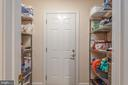 Full pantry next to kitchen and apartment door - 2843 GARRISONVILLE RD, STAFFORD