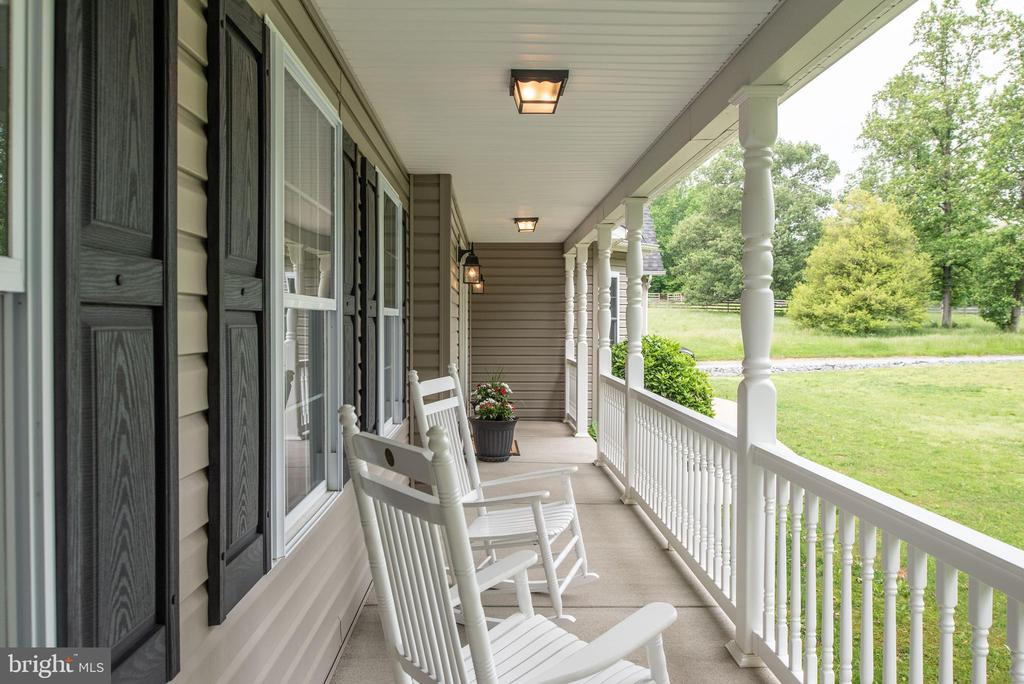 Front porch view - 2843 GARRISONVILLE RD, STAFFORD