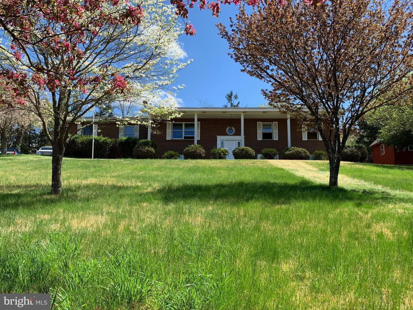 Single Family for Sale at 46 Green Acres Ln Berkeley Springs, West Virginia 25411 United States