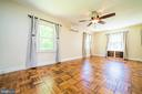 Loads of light throughout - 4024 MEADOWVIEW DR, SUITLAND