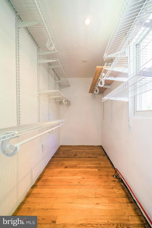 Walk In Closet in Master - 4024 MEADOWVIEW DR, SUITLAND