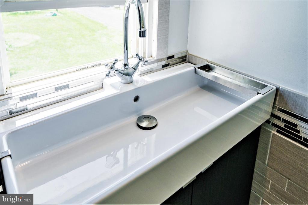 Upgraded Vanity - 4024 MEADOWVIEW DR, SUITLAND