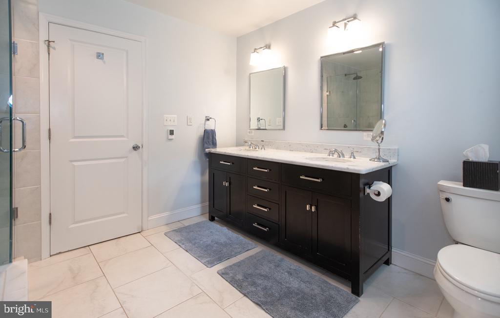 Master Bathroom w Double Vanity - 6203 FOXCROFT RD, ALEXANDRIA