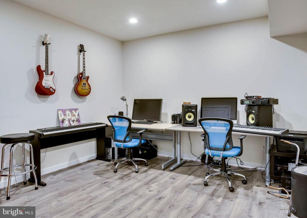 Office/bonus room - 20650 HOLYOKE DR, ASHBURN