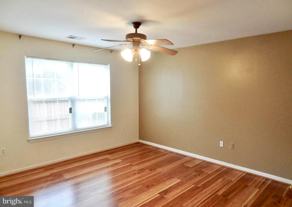 Master with full bath - 501 CONSTELLATION SQ SE #C, LEESBURG