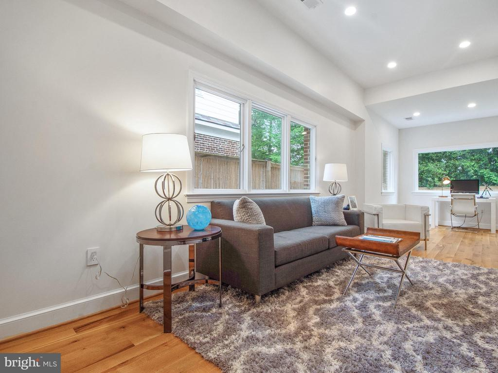 - 3927 OLIVER ST, CHEVY CHASE