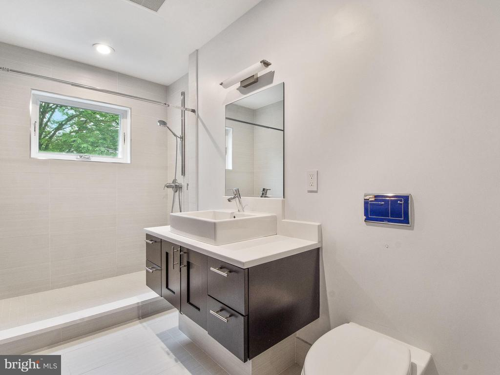Heated floors and wall hung toilet - 3927 OLIVER ST, CHEVY CHASE