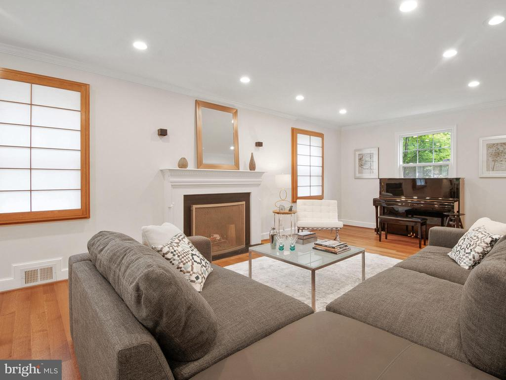Wood Burning Fireplace - 3927 OLIVER ST, CHEVY CHASE