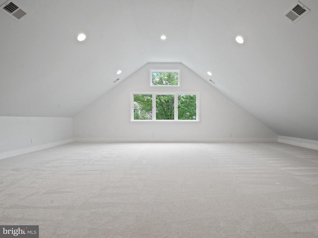 Expansive attic / loft space. - 3927 OLIVER ST, CHEVY CHASE
