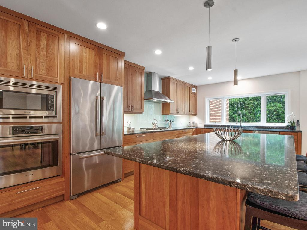 Fully Updated Chef's Kitchen - 3927 OLIVER ST, CHEVY CHASE