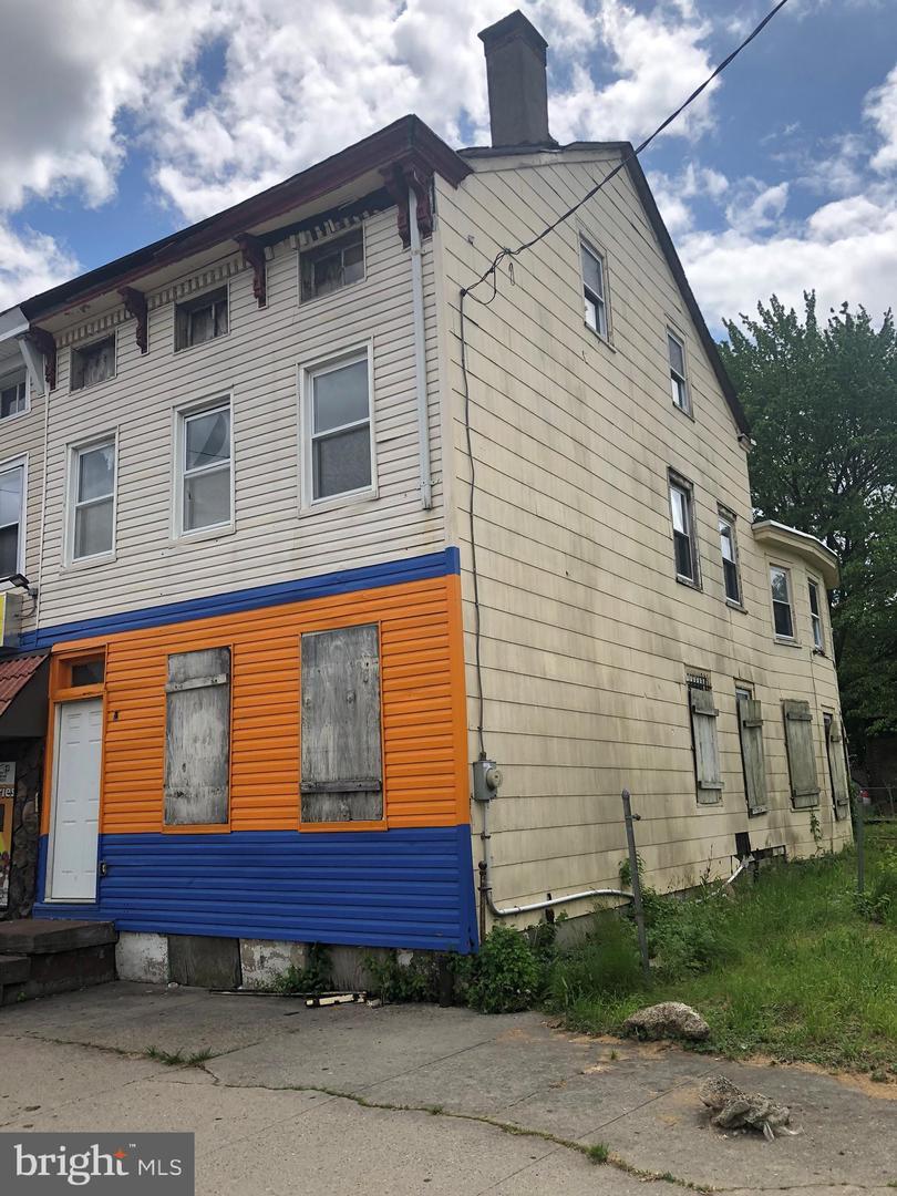 Single Family Homes のために 売買 アット Trenton, ニュージャージー 08618 アメリカ