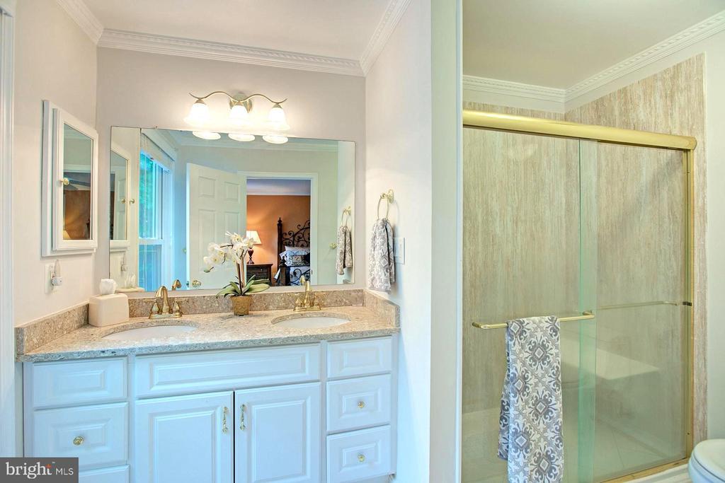 Bathroom - 2082 LAKE AUDUBON CT, RESTON