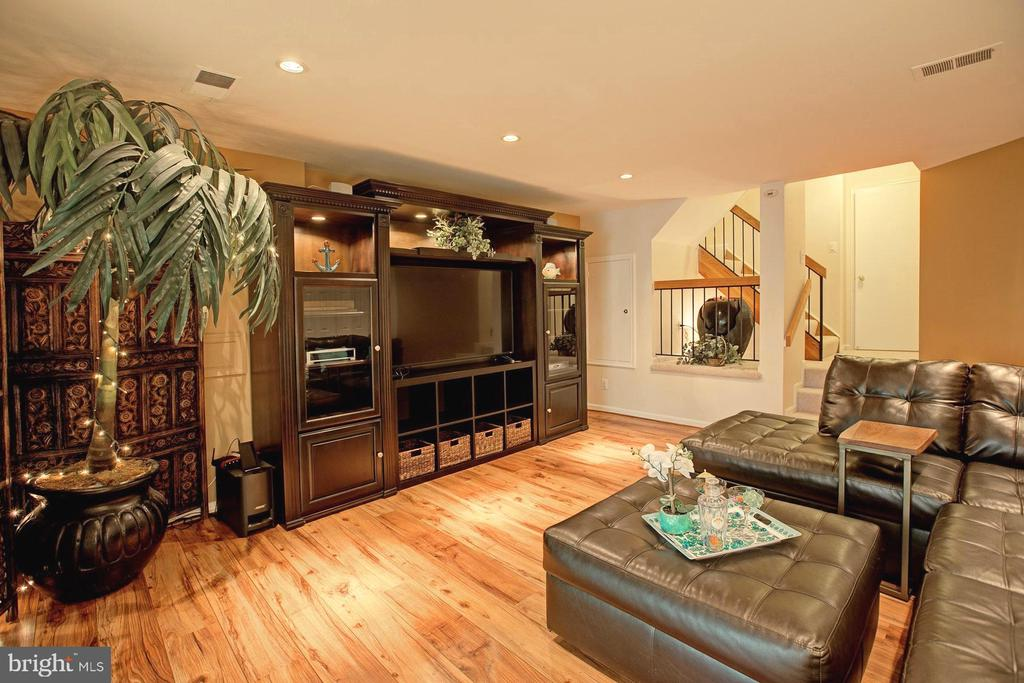 Family room - 2082 LAKE AUDUBON CT, RESTON