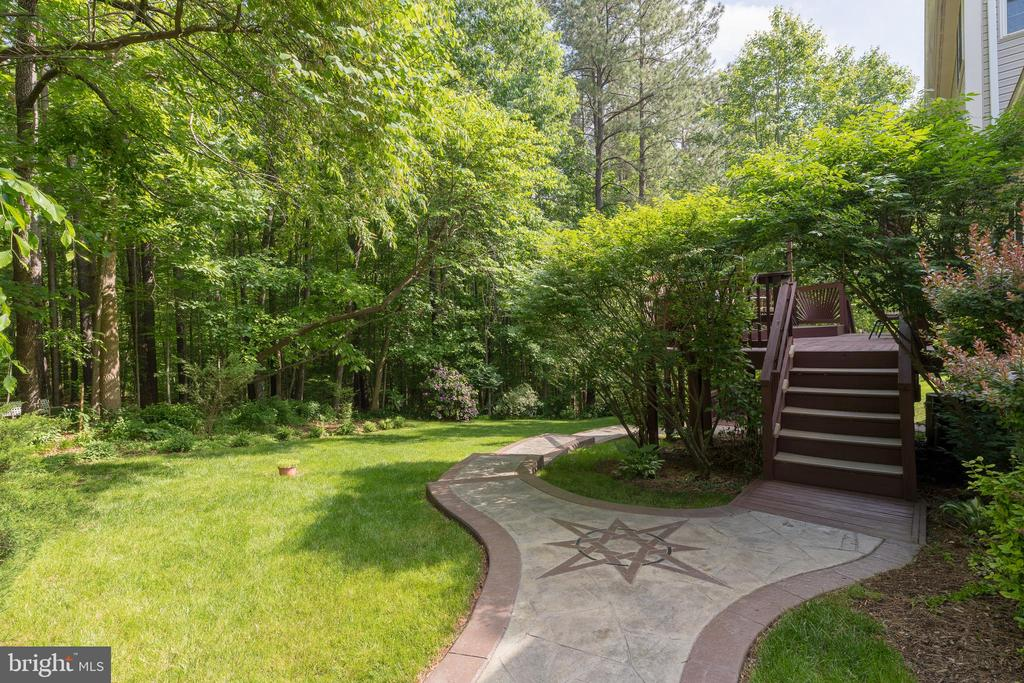 Stunning stamped concrete walkways - 32 MONUMENT DR, STAFFORD