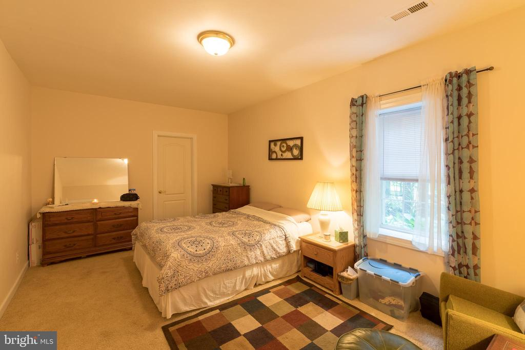 Bedroom with full window and closet - 32 MONUMENT DR, STAFFORD