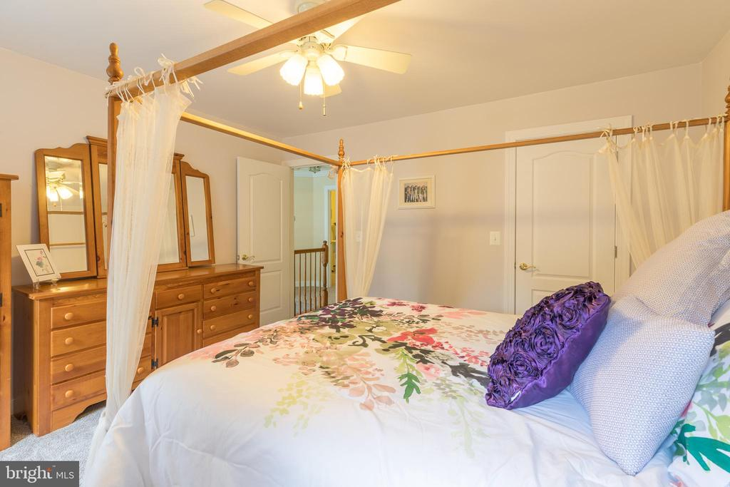 Plenty of room in this front of the house bedroom - 32 MONUMENT DR, STAFFORD