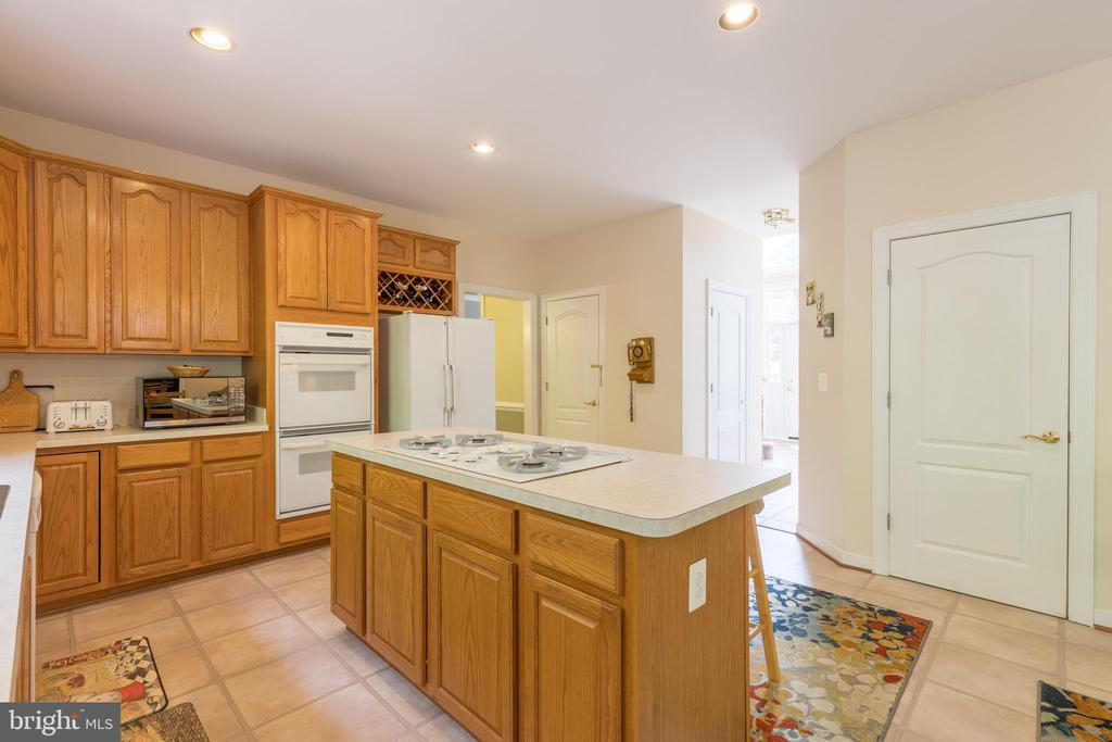 Double oven and stove top with downdraft - 32 MONUMENT DR, STAFFORD