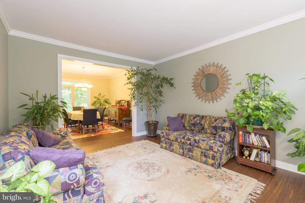 Bamboo flooring provides clean, contemporary look - 32 MONUMENT DR, STAFFORD
