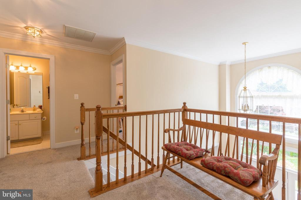 New carpet extends to open space at top of stairs - 32 MONUMENT DR, STAFFORD