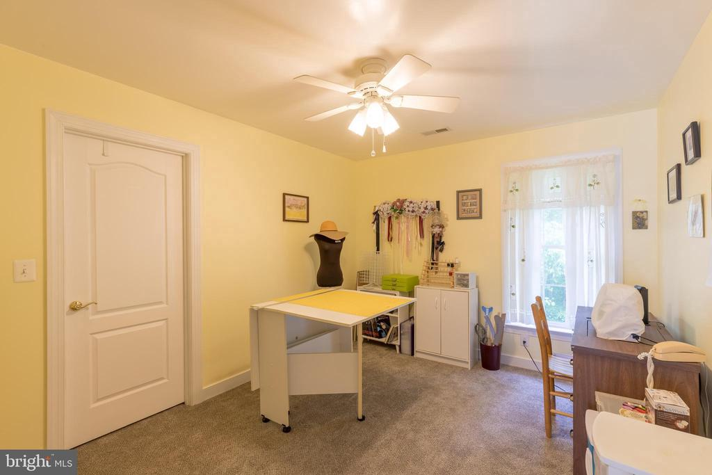 Bedroom, office, arts and crafts? You decide. - 32 MONUMENT DR, STAFFORD
