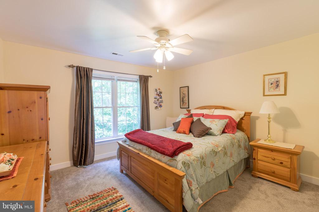 Back of house bedroom offers room for larger beds - 32 MONUMENT DR, STAFFORD