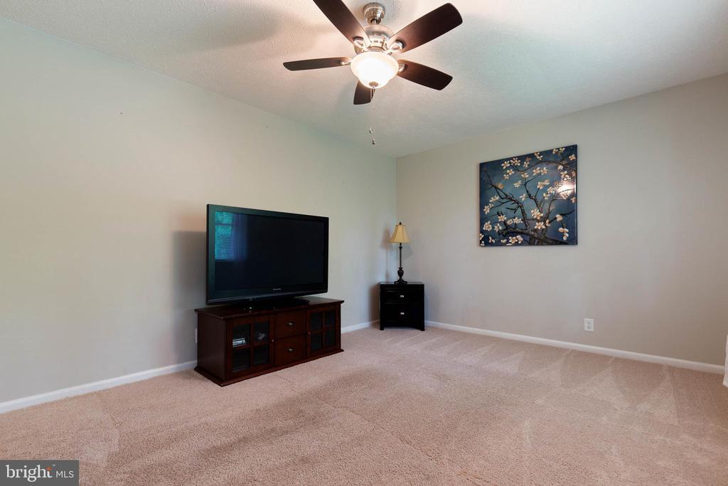 Living Room! - 135 JOSHUA RD, STAFFORD