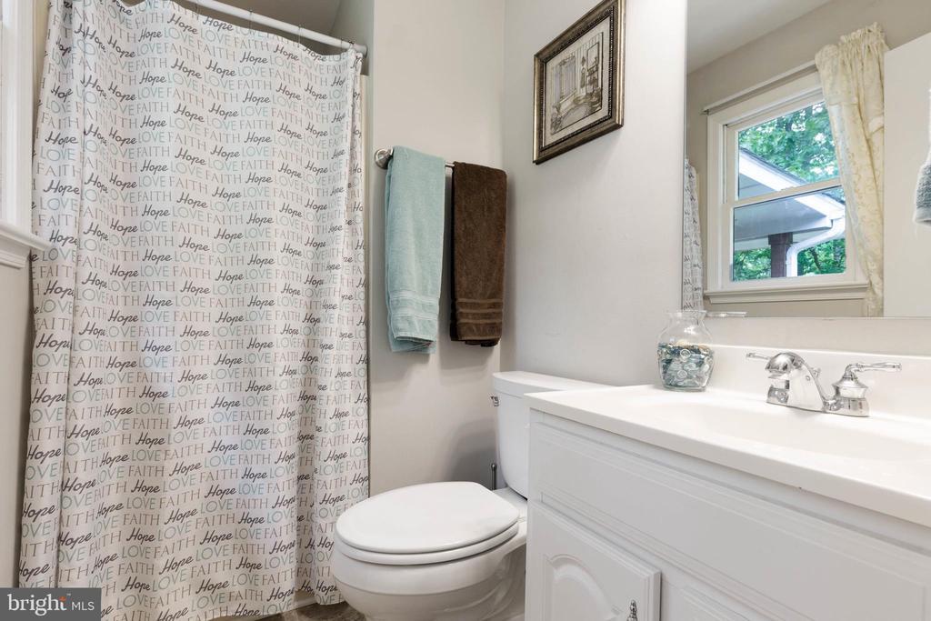 Master Bathroom! - 135 JOSHUA RD, STAFFORD