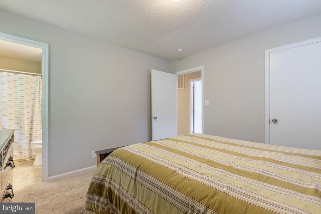 Master Bedroom! - 135 JOSHUA RD, STAFFORD
