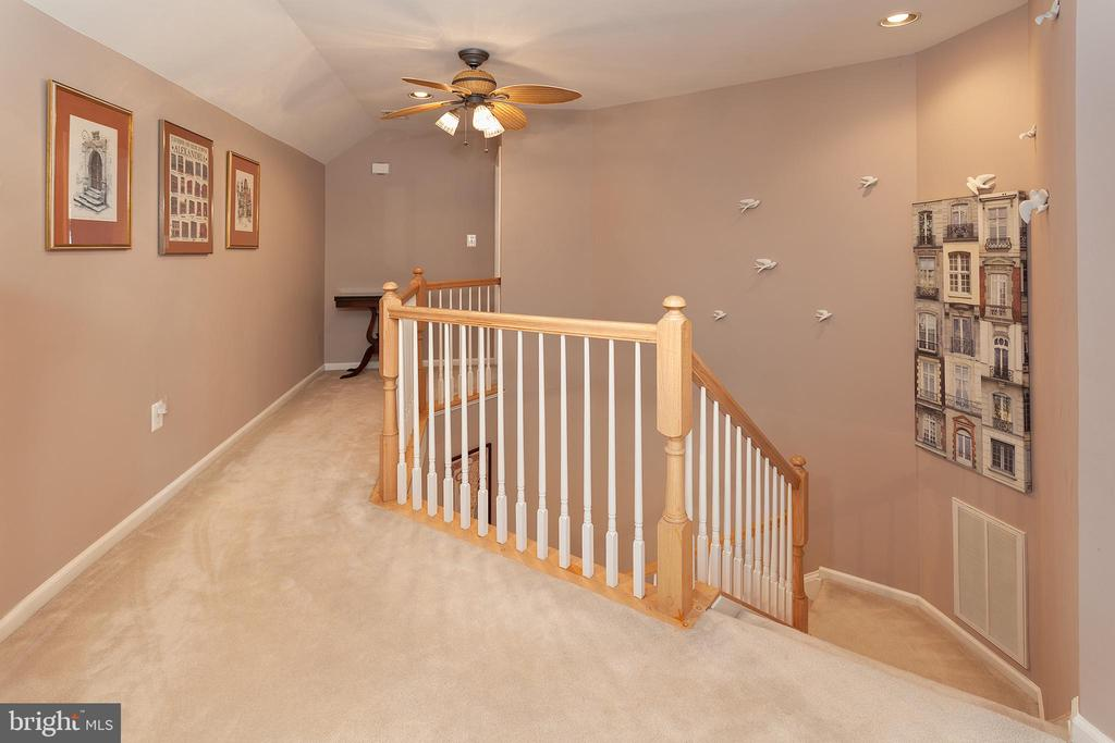 Private top floor with Bedroom, and Full Bath - 894 STATION ST, HERNDON