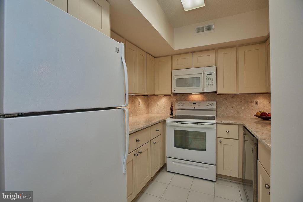 New appliances in the last few years - 2400 CLARENDON BLVD #203, ARLINGTON