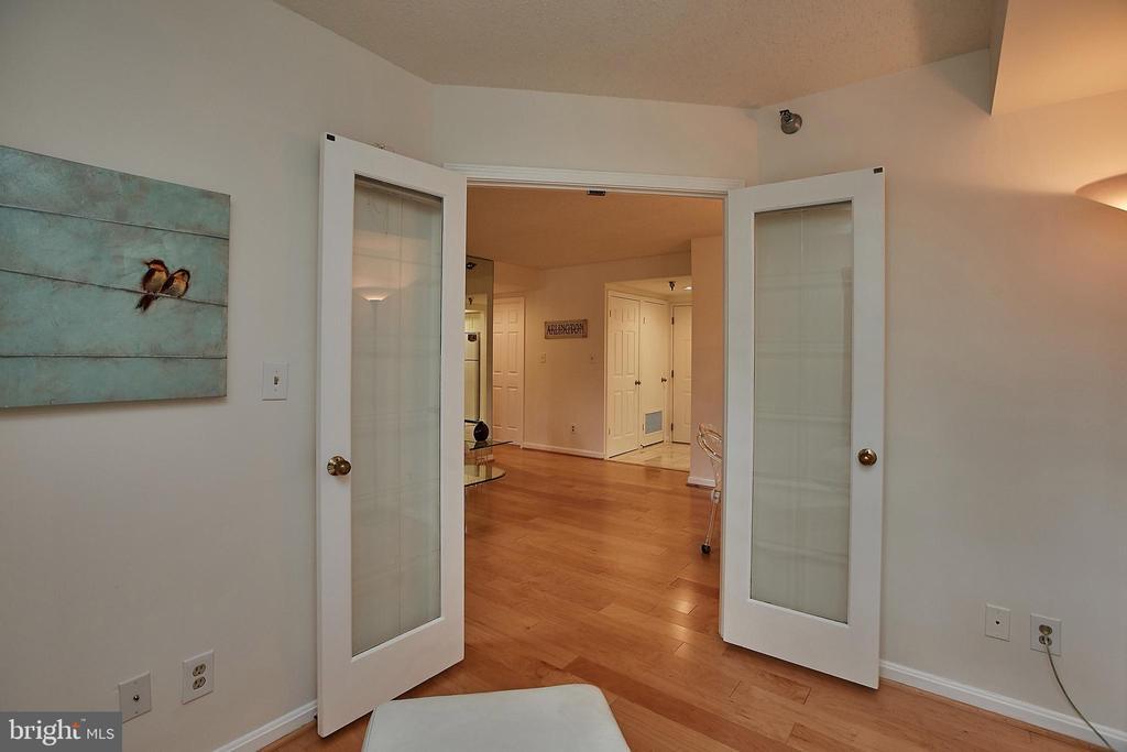 Den with Glass Privacy Doors - 2400 CLARENDON BLVD #203, ARLINGTON