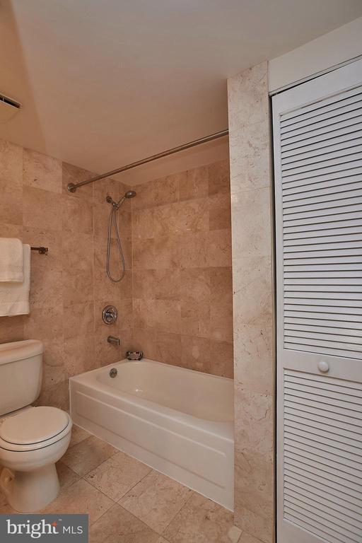 Remodeled Bathroom, complete retile, tub refinishe - 2400 CLARENDON BLVD #203, ARLINGTON