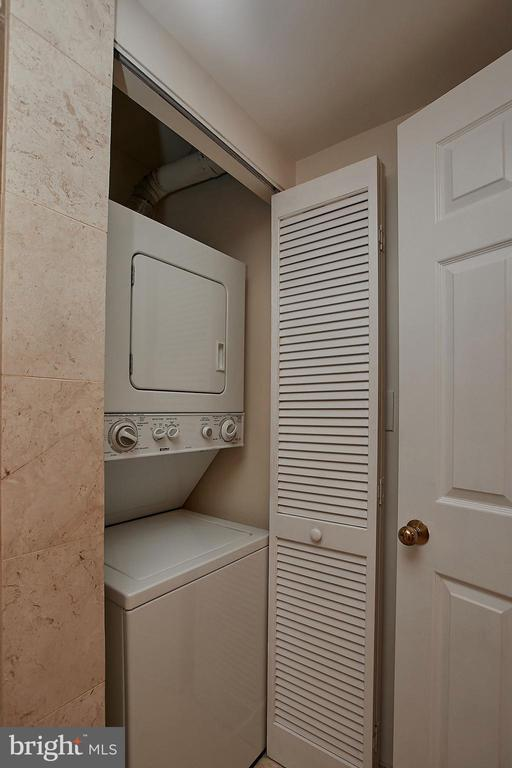 Almost new Washer & Dryer - 2400 CLARENDON BLVD #203, ARLINGTON