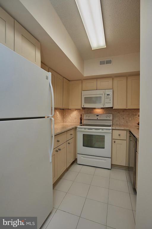Bright Kitchen - 2400 CLARENDON BLVD #203, ARLINGTON