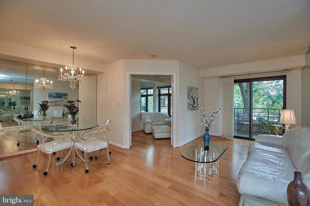 Stunning renovated condo in  heart of  Courthouse - 2400 CLARENDON BLVD #203, ARLINGTON