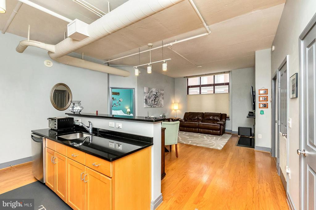 Open Kitchen and Living Space - 1205 N GARFIELD ST #304, ARLINGTON